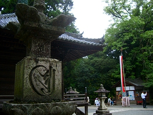 This strange crest appeared on lanterns all throughout Ishiyama-dera